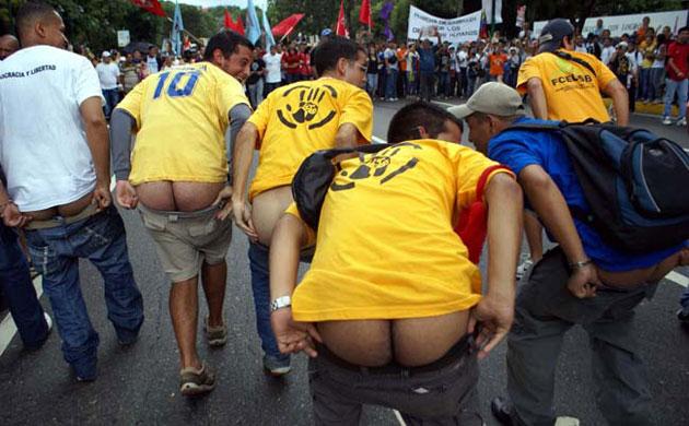 Los culos de la derecha venezolana (estudiantes Manos Blancas) al aire